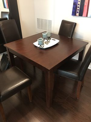 Solid wood expanding dining room table for Sale in Alexandria, VA