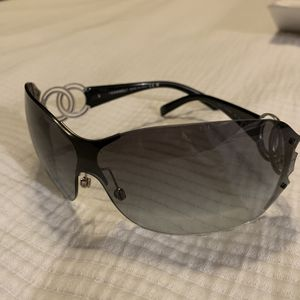 Authentic CHANEL sunglasses - c-shield twin CC for Sale in Scottsdale, AZ