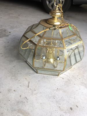 Chandelier with 8 candlelight's bulb for Sale in Tomball, TX