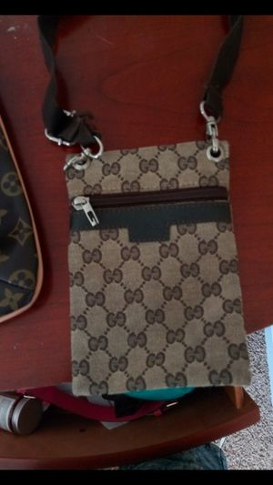 Gucci wallet with strap for Sale in Detroit, MI
