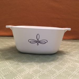 CorningWare Black Trefoil Casserole. for Sale in Miami, FL