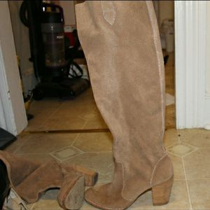 Used Michael Kors Size 10 Knee High Boots for Sale in Bridgeport, CT