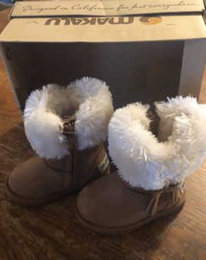 Toddler boots Makalu snow boots 5 toddlers for Sale in Lancaster, PA