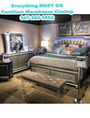 fancy bedroom set. Must Go for Sale in Queens, NY