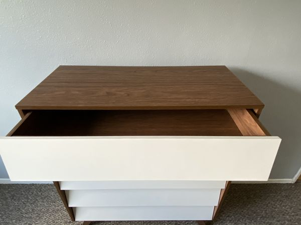 Mid-Century Modern White and Walnut Wood 5-Drawer Dresser (Baxton Studio Hildon)