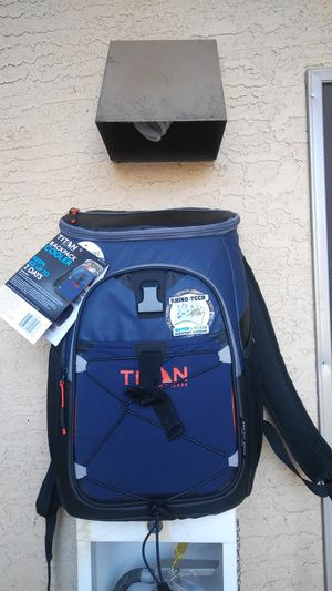 Titan deep freeze 24 can plus ice cooler/backpack for Sale in Phoenix, AZ