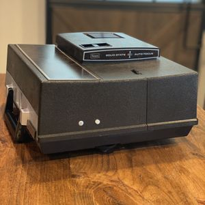 Vintage Sears Solid State Auto Focus Model 9884 Slide Projector for Sale in Payson, AZ