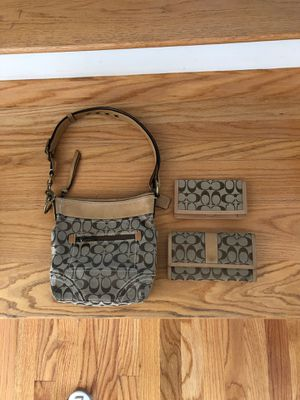 Coach purse / wallet/ check book holder.. brown liner.. took photos to show how clean it is. Paid $275 for everything. Asking $70 for set or b/o for for Sale in Tyngsborough, MA