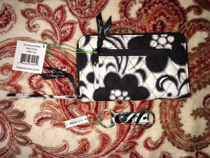 Vera Bradley Zip Around Wallet and Matching Keychain NWT for Sale in Midlothian, VA