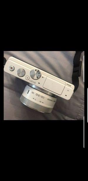 Nikon J4 + 3 extra batteries for Sale in Seattle, WA