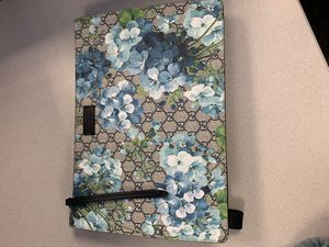 New Gucci Bloom large Wristlet for Sale in Joliet, IL