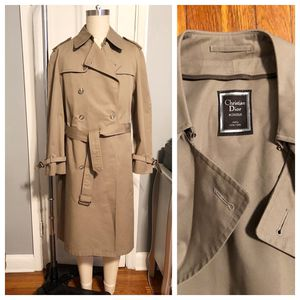 Men's Christian Dior vintage trench coat paid $1,800. Size 42 regular (large size) excellent condition for Sale in Washington, DC