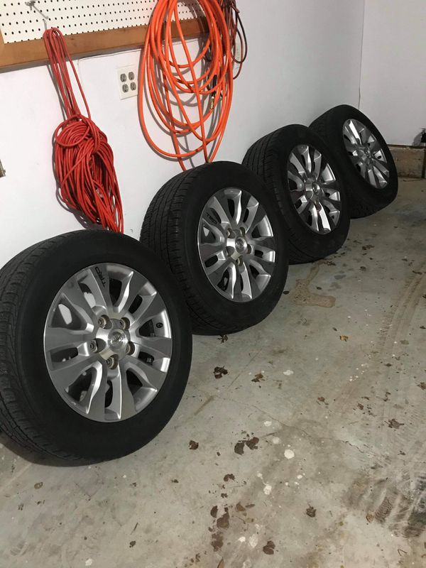 Used 4 set 08 toyota tundra wheells and tire good condition