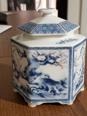 LITTLE WHITE & BLUE LANDSCAPE TEA CADDY . for Sale in Miami, FL