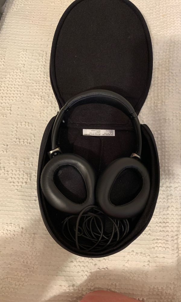 Sony Wired Headphones With Case