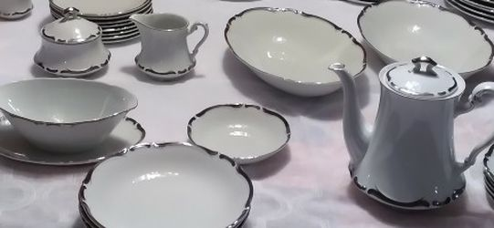 90 Piece Harmony House Starlight Fine China And An Amazing Hand-stitched Tablecloth for Sale in Yakima,  WA