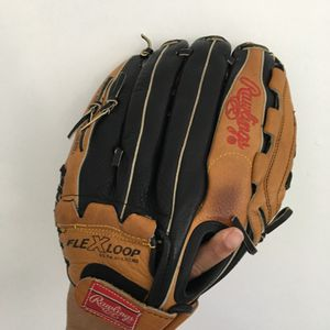 Baseball Rawlings glove for Sale in Cheverly, MD