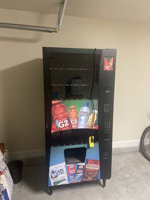 Coin and cash vending machine for Sale in Jacksonville, FL