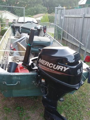 Boat, Fish finder and new motor and everything in the boat. for Sale in Minden, LA