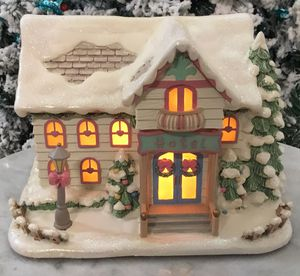 Collectible Hawthorn 2002 Christmas Village Sweet Dreams Hotel. for Sale in Tampa, FL