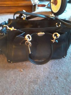 Coach bag barely used paid 398 only asking $150 has a sling strap for over the shoulder and clutch style handle for Sale in Lynn,  MA