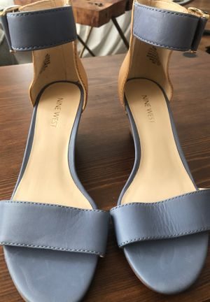 Women's shoes worn once size 6.5 for Sale in Reedley, CA