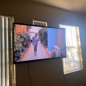 Samsung 65 Inch 4K UHD SmartTV w/ Wallmount for Sale in Tolleson, AZ