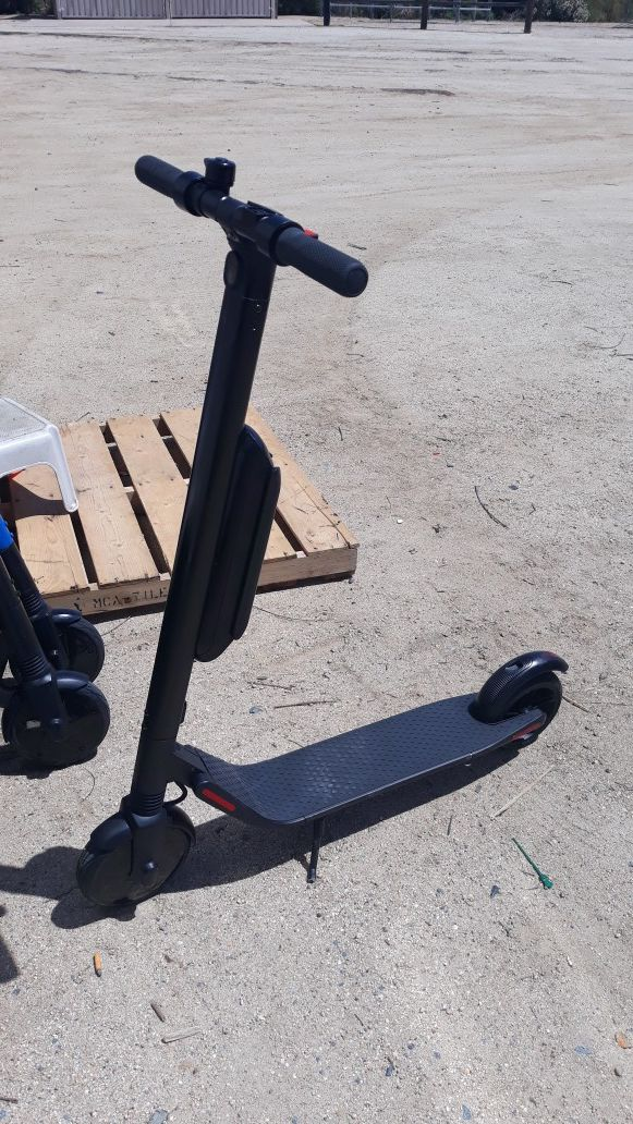 Es4 electric scooters blue or black with bluetooth