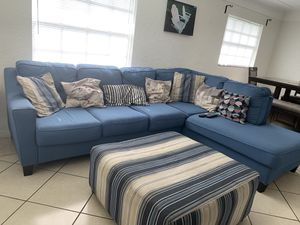 Sectional w/ Ottoman for Sale in Tampa, FL
