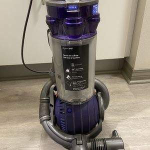 Dyson Ball DC25 Pet Vacuum for Sale in Los Angeles, CA