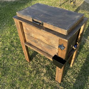 Custum Cooler Chest for Sale in Arvin, CA