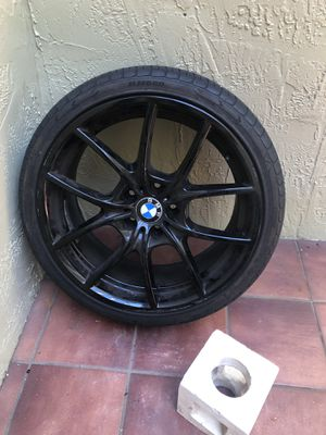 245/35R20 4 tires, rims are free, two of the rims are damaged for Sale in Miami, FL