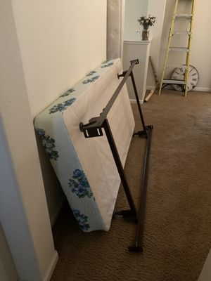 Twin bed frame and box spring like new for Sale in Vallejo, CA