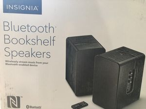 Insignia Powered Bookshelf Speakers Black AUX & Bluetooth NS-HBTSS116 with remote for Sale in South El Monte, CA