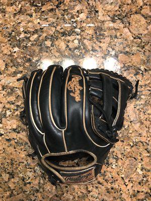 Baseball glove, Rawlings heart of the hide, 11.75 for Sale in Hialeah, FL