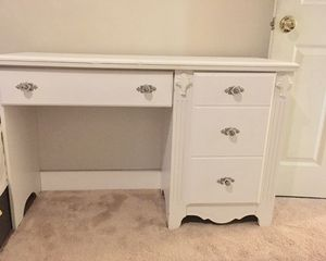White desk small very sturdy for Sale in Kensington, MD