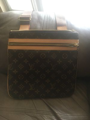 Crossbody Louis Vuitton Bag for Sale in Lutz, FL