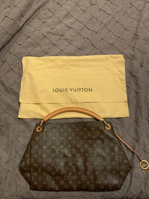 Louis Vuitton Bag mint condition for Sale in Cambridge, MA