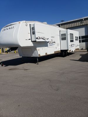 2006. Dutchmen 5th wheel camper for Sale in Greenwood, IN