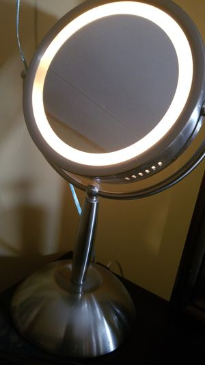 Homedics Vanity Makeup Mirror for Sale in Houston, TX