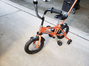 Schwinn toddler bicycle with training wheels for Sale in Pinole, CA