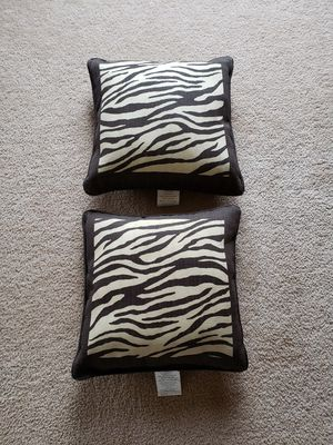 2 outdoor pillows for Sale in Yorkville, IL