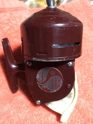 Vintage Fishing Reel for Sale in Glendale Heights, IL