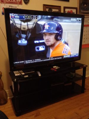 55' tv Panasonic w/ Entertainment Center for Sale in Chicago, IL