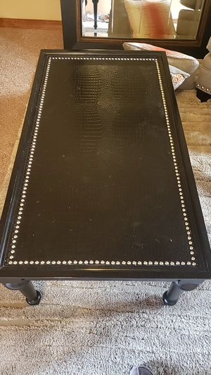 Coffee table with two matching end tables for Sale in Mill Creek, WA