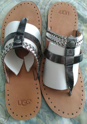 UGG METALLIC LEATHER ( SIZE 10 ) for Sale in Dallas, TX