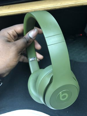 Headphones, Electronics Beats in Case Used Green Solo 3 Wireless... Negotiable for Sale in Baltimore, MD