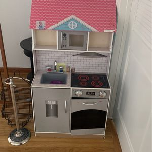 Kids kitchen/doll house for Sale in El Cajon, CA