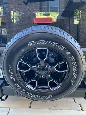 Jeep Polished High Gloss factory Wheels & Tires (Like New) for Sale in Cumming, GA