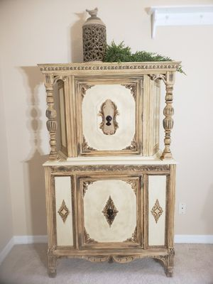 ANTIQUE CHINA CABINET/ PANTRY for Sale in Zephyrhills, FL